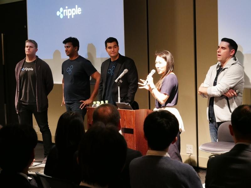 今回来日したリップル社のチーム(XRPの開発とマーケティングの責任者たち)を紹介するエミさん